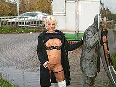 Uk pornodiva bionde pubblica nudità