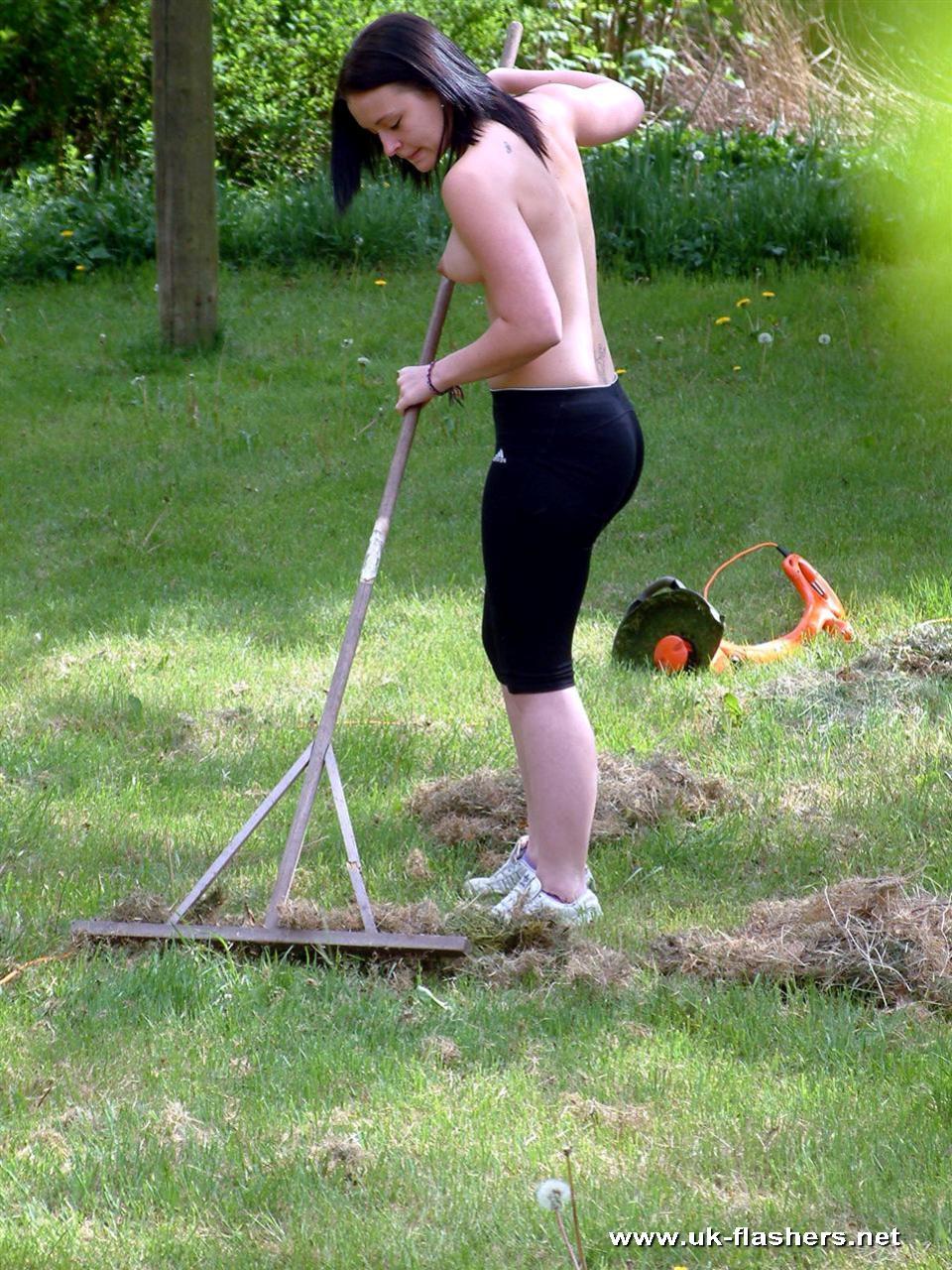 Nude Teens In Garden Pictures 42